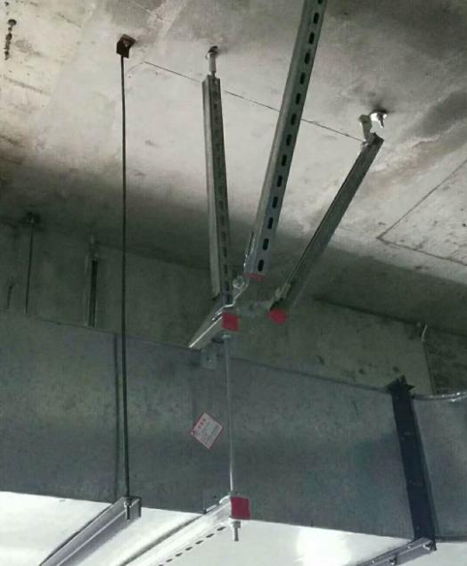 抗震支架现场风管安装图片
